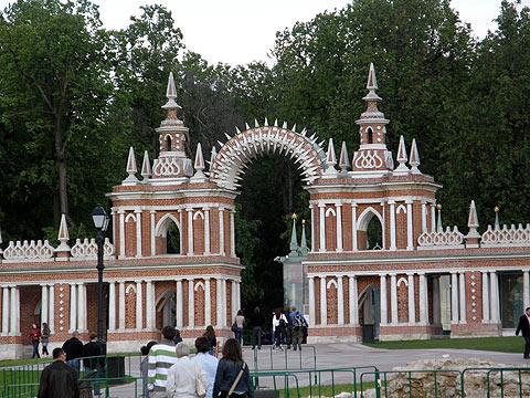 Галерея с аркой или «солнечные ворота»