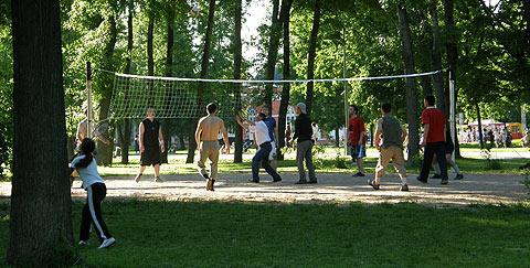 Воронцово. Волейбольная площадка в парке