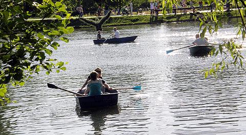 Воронцово. Возле пруда сдают напрокат лодки