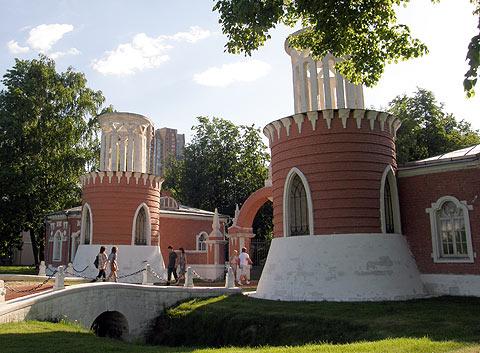 Воронцово. Башни у входа в усадьбу