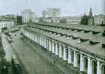 На заднем плане — гостиница «Москва». Фото 1930-х годов