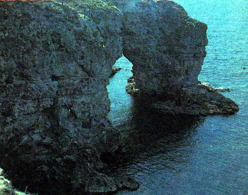Абразионные «ворота» у мыса Тарханкут, Крым