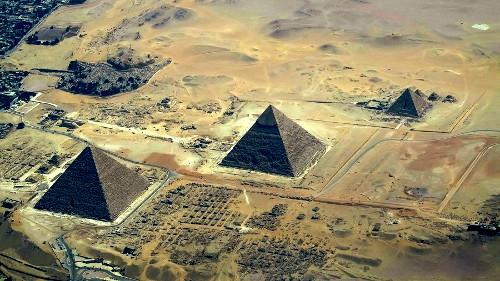Египетские пирамиды на плато Гизы